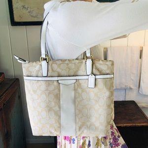 ♥️ Coach ♥️ Cream & Tan Shoulder Bag
